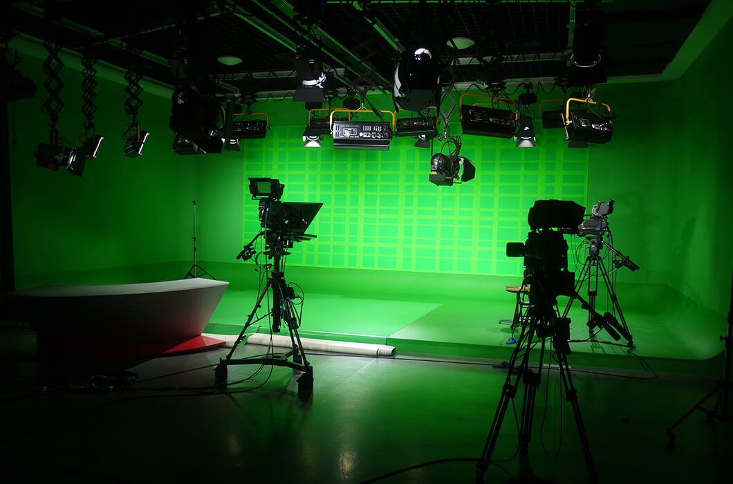 Green Screen for morning announcements  allows adding different backgrounds to your set. ©fotolia 2016/tianyuan