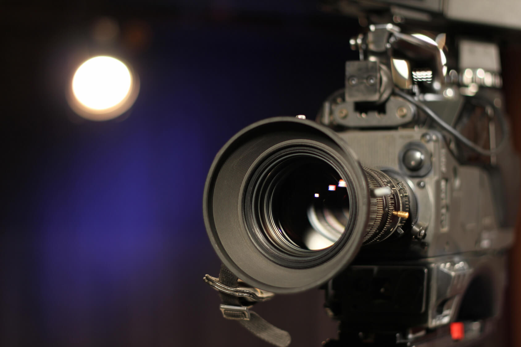 Introducing the Camera for morning announcements © Fotolia / branex